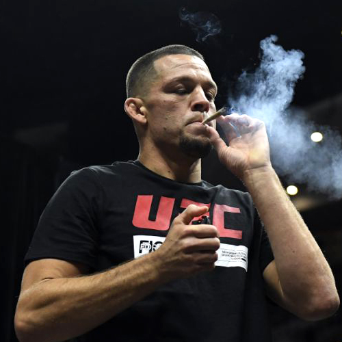 БОЕЦ UFC ВЫКУРИЛ С ФАНАТАМИ КОСЯК